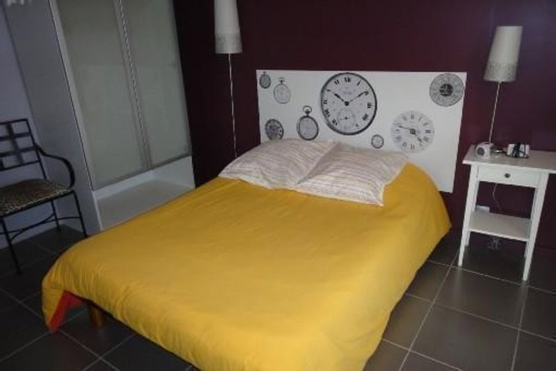 Appartement T2 récent meublé à Lançon provence, modernité et confort., holiday rental in Lancon-Provence