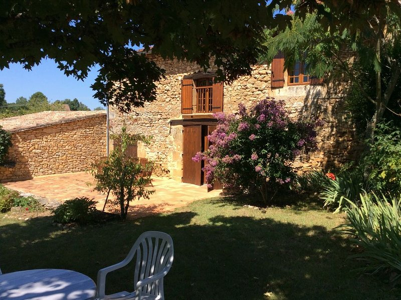 Maison de campagne en pierre, holiday rental in Allas-les-Mines