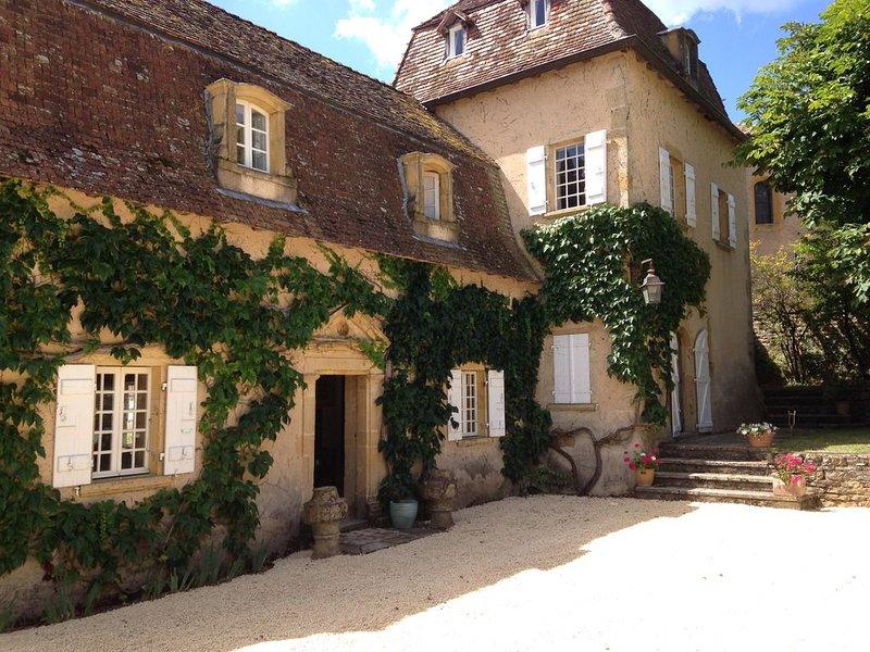 Magnifique presbytère du 17° siècle, demeure de charme., holiday rental in Pouilly-sous-Charlieu