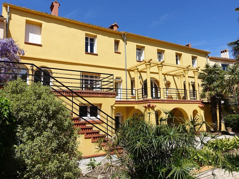 Maison d'exception avec jardin et piscine, au coeur de Laroque des Albères, holiday rental in Villelongue-dels-Monts