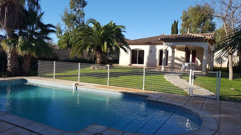 VILLA avec UNE PISCINE  PRIVEE CHAUFFEE ET AU SEL, classée en 4 étoiles, holiday rental in Florensac