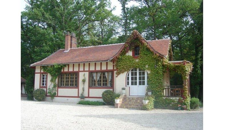 Maison de charme au milieu d'une grande propriété, rivière, étang, forêt..., casa vacanza a Amilly