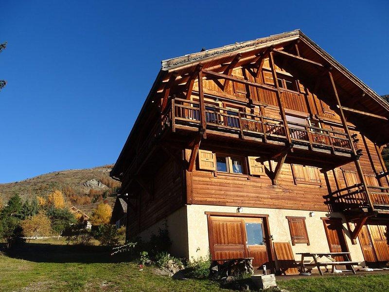 Appartement dans Chalet bois prestige au Monetier les bains, holiday rental in Le Monetier-les-Bains