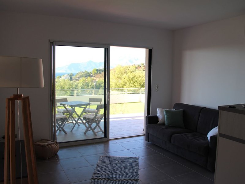 Appartement T2 avec vue sur le golfe de Saint-Florent et le cap corse, vacation rental in Saint Florent