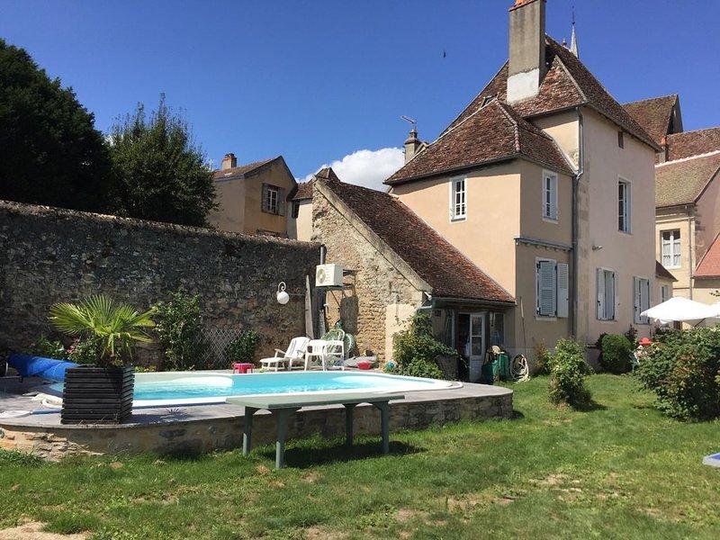 Maison de Noble Nicolas - Jules, holiday rental in Vault-de-Lugny