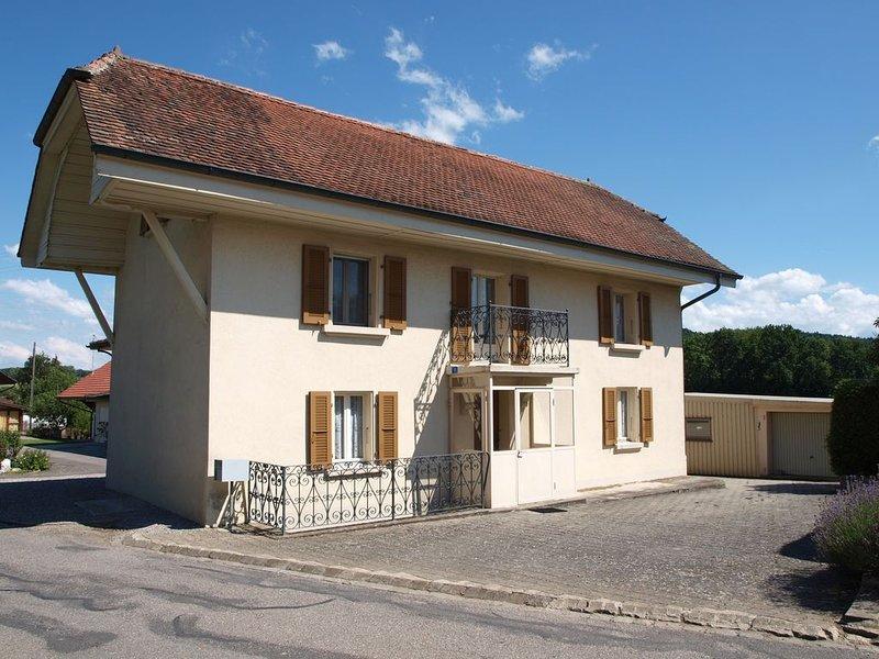 Maison de village indépendantes d'environ 130 m2 sur 2 étages, holiday rental in Marin
