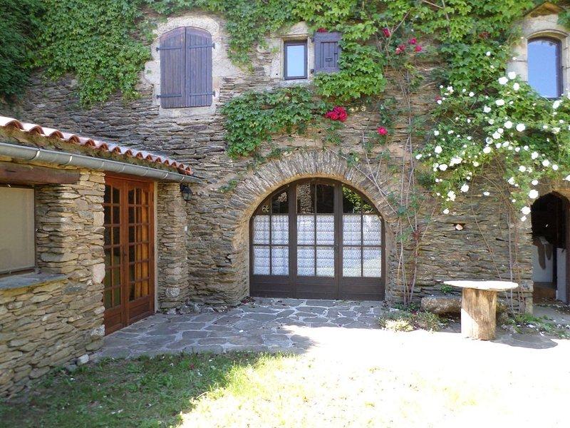 Proche du Parc National des  Cévennes dans un charmant hameau  typique, location de vacances à Saint-Frézal-de-Ventalon