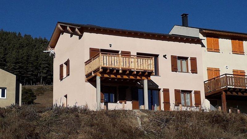Appartement dans maison de montagne 4 à 6 couchages, holiday rental in Fontrabiouse