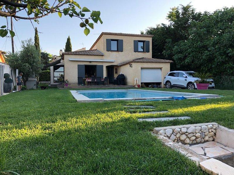 La Maison parfaite climatisée et avec piscine pour les Vacances en famille., aluguéis de temporada em Vitrolles
