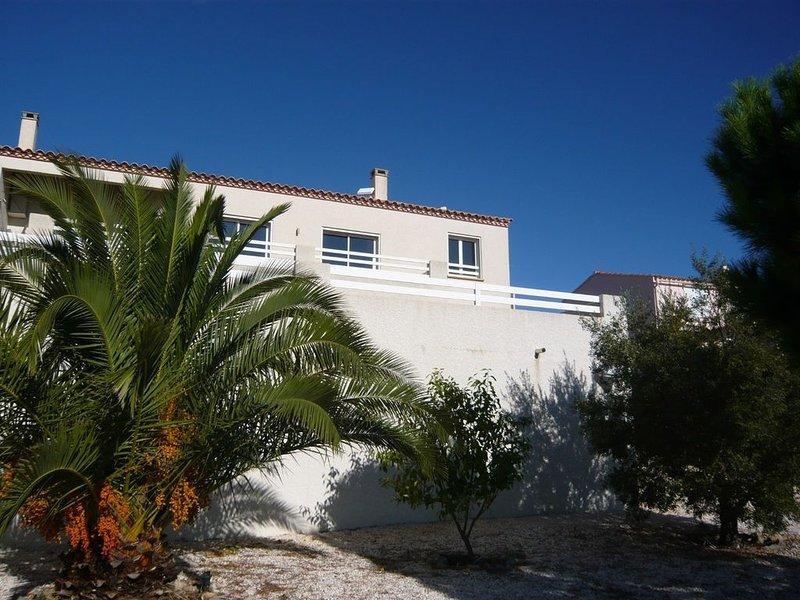 Villa  standing Vue Mer 'à couper le souffle' Piscine privée, vacation rental in Opoul-Perillos