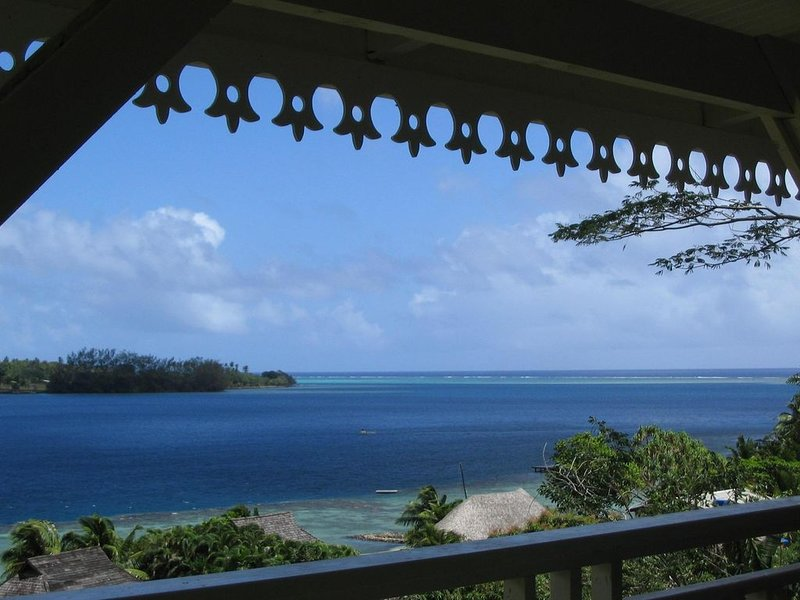 Vue panoramique sur la Baie de Cook, holiday rental in Vaiare