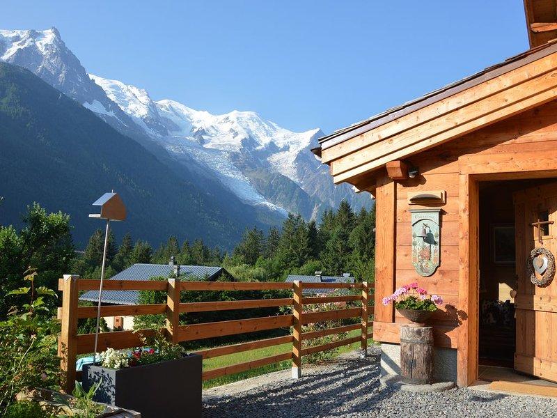 Chalet 5 étoiles avec vue exceptionnelle depuis la terrasse ensoleillée, holiday rental in Les Praz-de-Chamonix