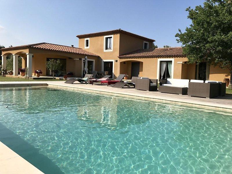 Chambre dans villa de standing, holiday rental in Puyricard