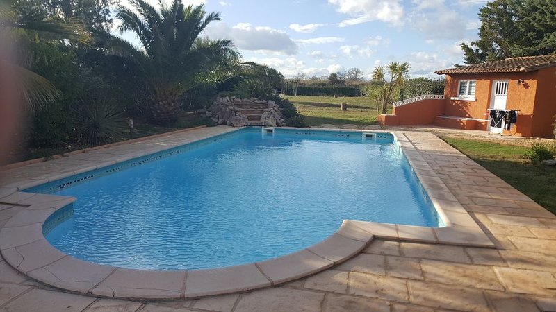 Maison de plain pieds avec piscine pour 8 personnes à Marseillan, location de vacances à Marseillan