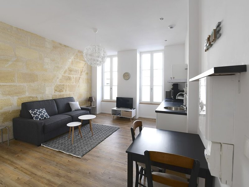 ★ STUDIO ★ COSY ★ PARKING (optional) ★ SWEETHOMEBORDEAUX, vacation rental in Bordeaux