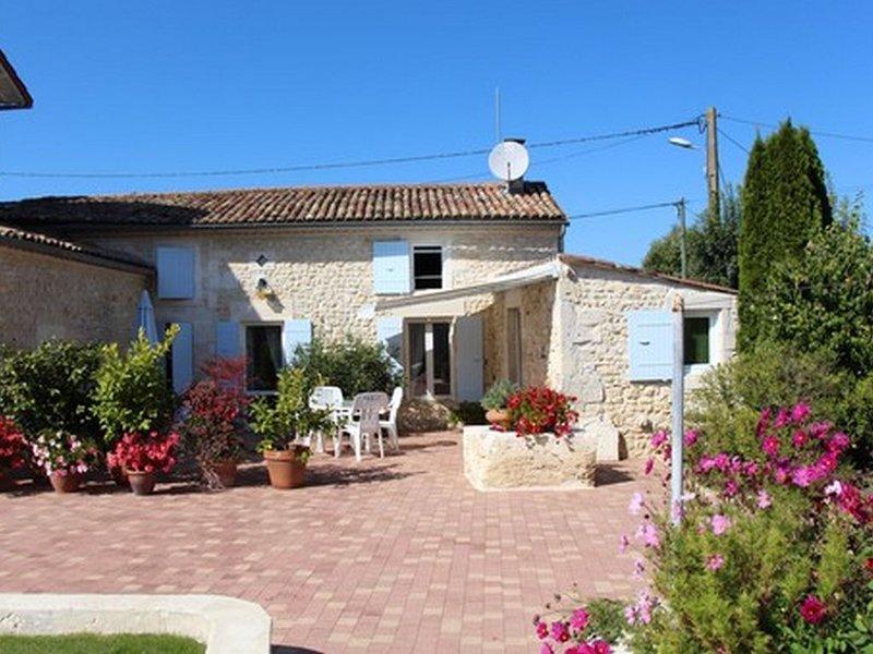 Petite maison Charentaise, holiday rental in Montpellier de Medillan