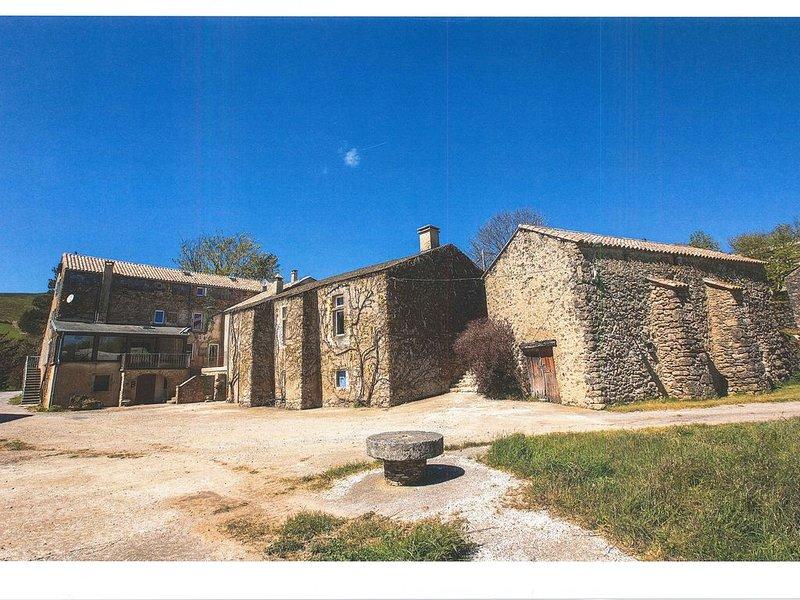 Superbe demeure de charme , rien que pour vous, dans hameau en pleine nature, aluguéis de temporada em Ceilhes-et-Rocozels
