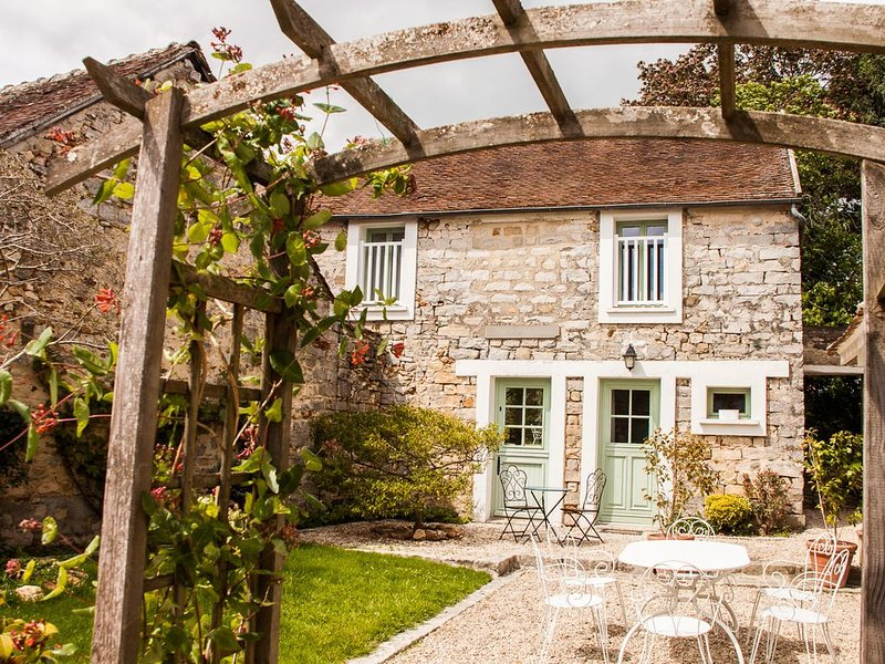 Gîte dans un charmant village au cœur de la forêt, aluguéis de temporada em Nainville les Roches