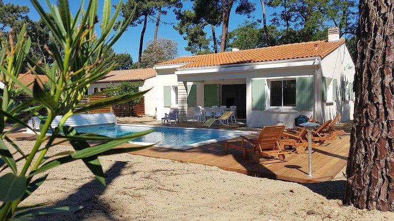 location maison individuelle  piscine chauffée et WIFI, vacation rental in Ronce-les-Bains