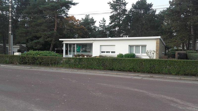Charmante petite maison dans un cadre privé calme et verdoyant, vacation rental in Stella-Plage