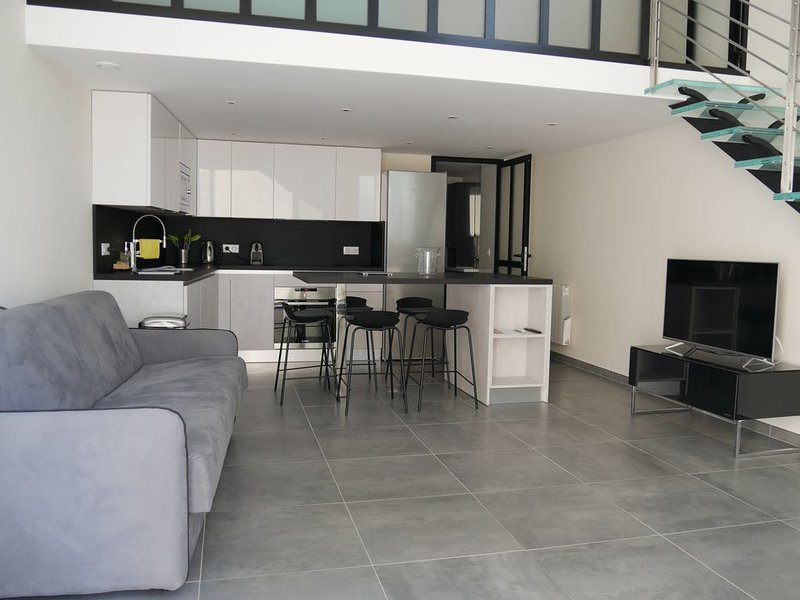 Loft chic et moderne, déco industrielle, holiday rental in Beausoleil