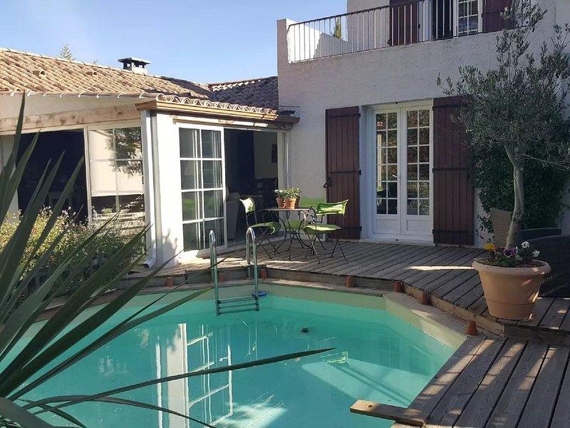 MAISON DE CHARME DANS CAMPAGNE AIXOISE, holiday rental in Puyricard