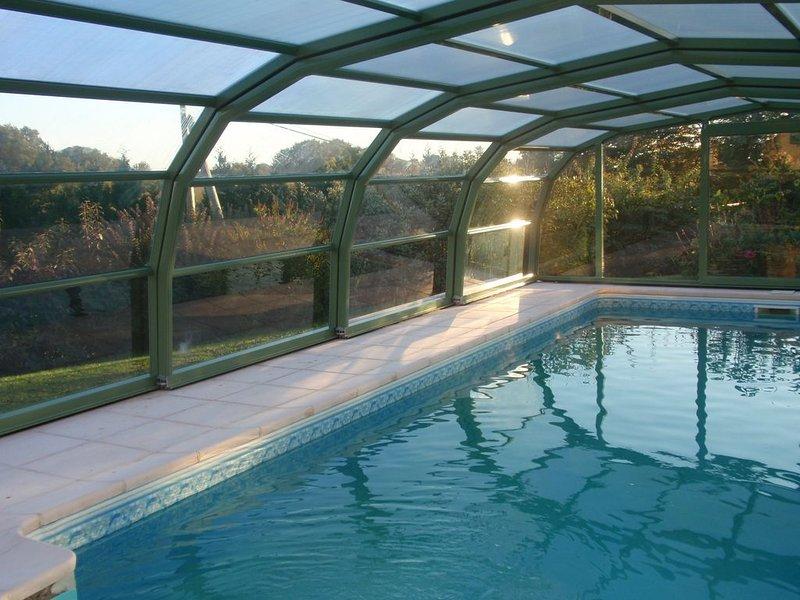Beau loft dans l'ancienne grange d'un domaine avec piscine couverte, holiday rental in Bains-les-Bains