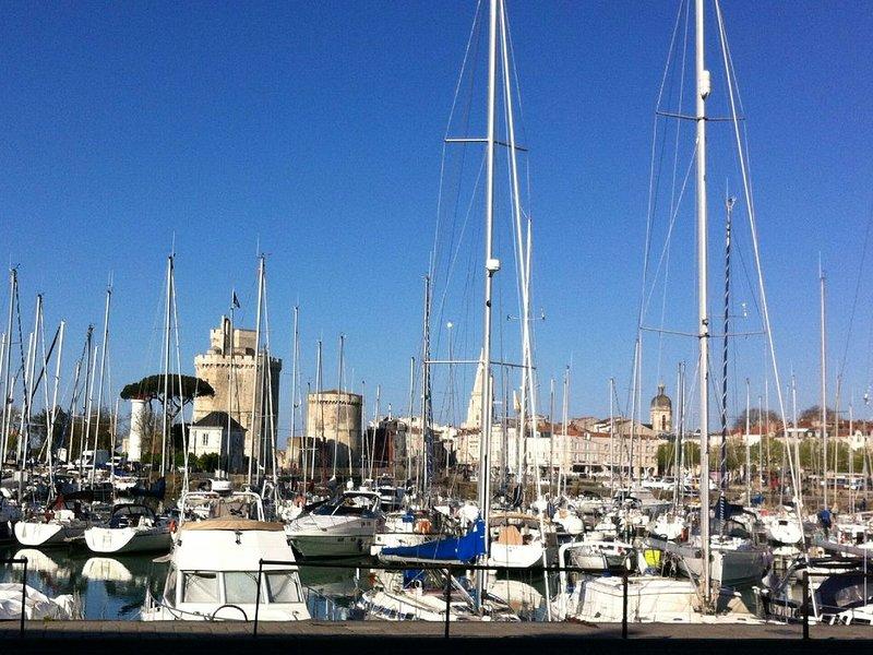 2 pièces+terrasse sur vieux port, vacation rental in La Rochelle