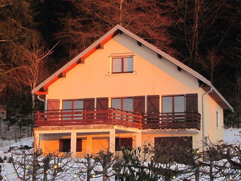 Maison 4 à 8 personnes sur une colline surplombant un lac, altitude 950 mètres, location de vacances à Lac des Rouges Truites