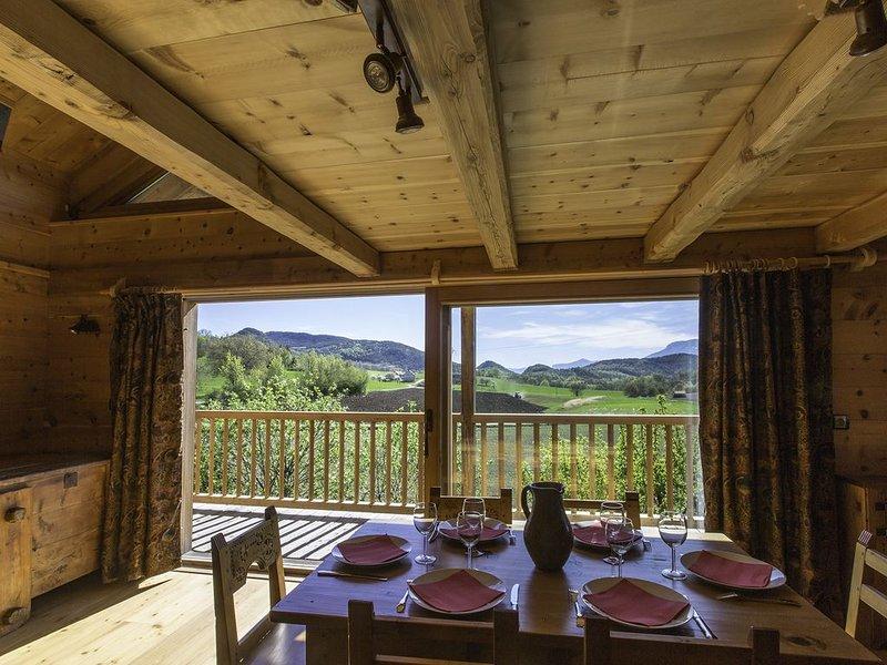 magnifique gîte 2 à 6 personnes dans chalet bois près du lac de Serre Ponçon, holiday rental in Curbans