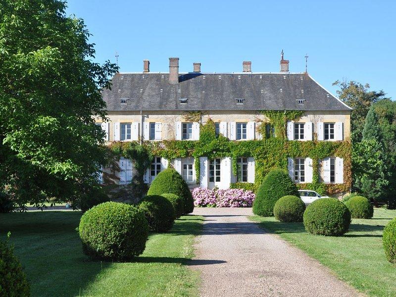 Entre Loire et Morvan, le charme discret du château de Prunevaux, holiday rental in Sainte-Marie