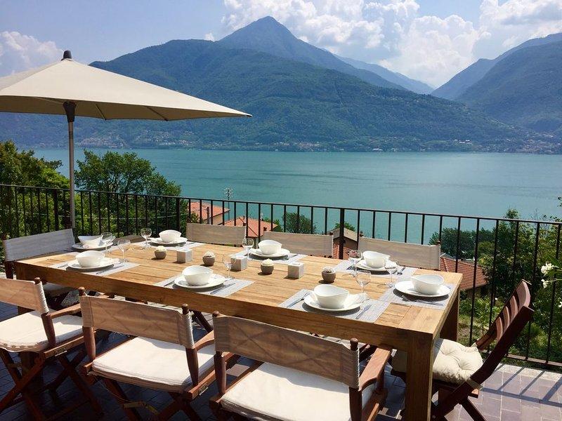 Villa avec vue panoramique sur le lac de Côme, alquiler vacacional en Province of Como