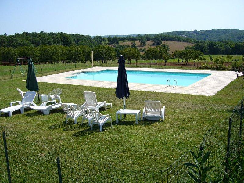 Gîte spacieux 8 pers 4 chambres au calme piscine Wifi près Sarlat Dordogne, location de vacances à Saint-Aubin-de-Nabirat