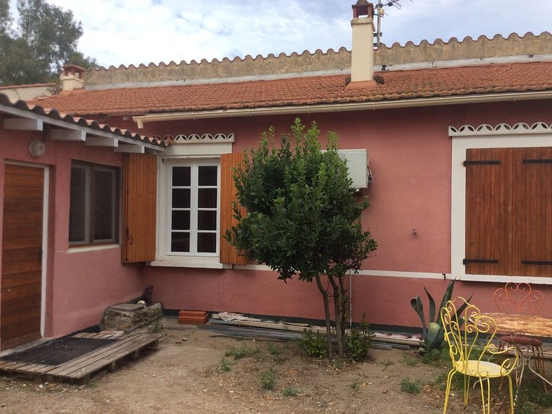 Maisonnette 250m plage d'Argeles, climatisée , 45m2 , 4 personnes, 2 chambres, aluguéis de temporada em Argeles-sur-Mer