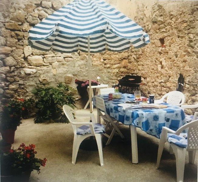 Très jolie maison dans vieux village minervois animaux acceptés avec plaisir, holiday rental in Saint-Jean-de-Minervois