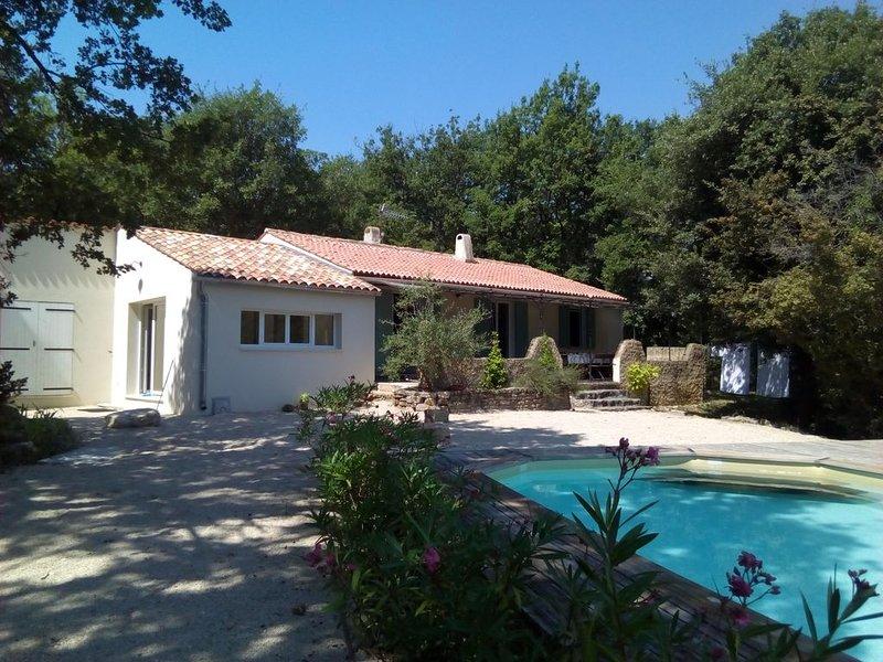 Location DIMANCHE AU DIMANCHE au coeur du Luberon, holiday rental in Castellet