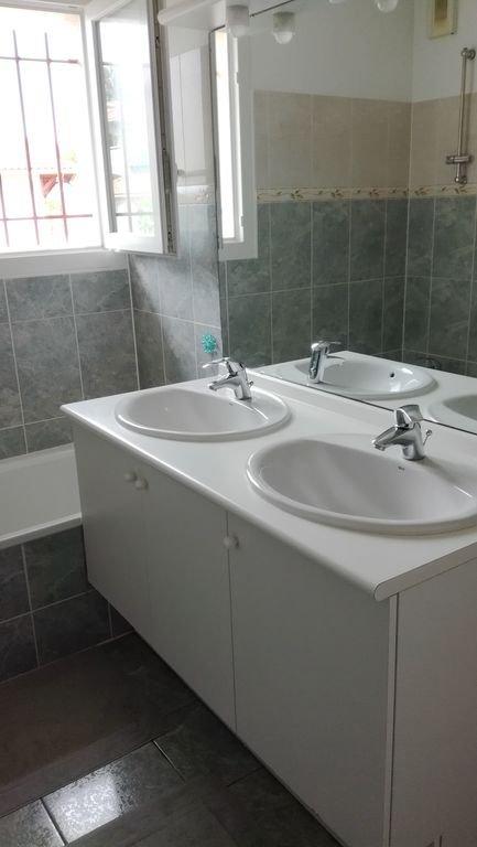 Salle de bain de l'étage.