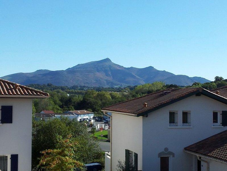 Vue du balcon sur la montagne de la Rhune.