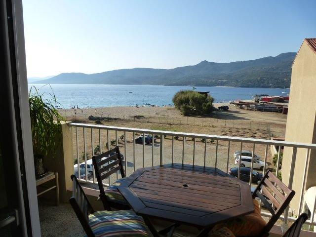 face à la mer - plages de sable fin - innombrables criques à proximité, vacation rental in Propriano