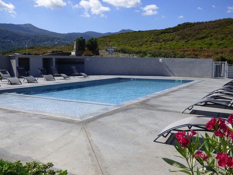 Appartement T4 avec piscine dans résidence de standing / 6 personnes, holiday rental in Murato