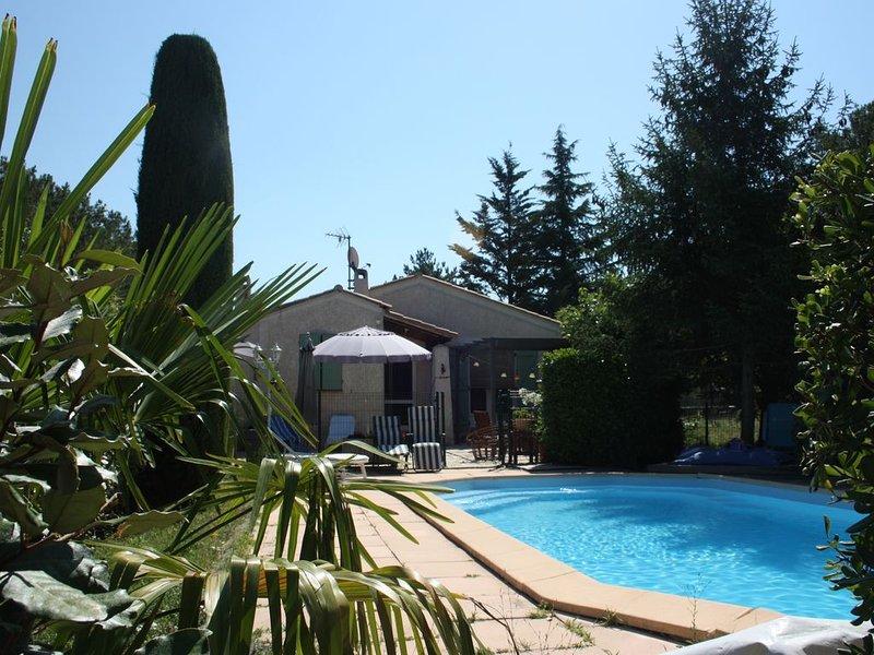 Maison bi-familliale dans campagne Aixoise avec vue sur Sainte Victoire, location de vacances à Pourrieres