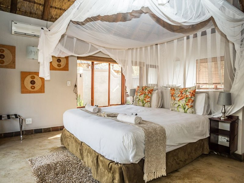 Raptors lodge: Chalets luxueux aux portes du Parc Kruger et du Blyde Canyon, holiday rental in Balule Nature Reserve