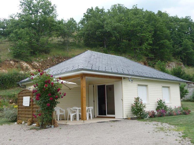 Maison de plain-pied pour 5 près de l'Aubrac, holiday rental in La Canourgue