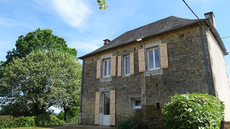 Maison en pierre rénovée - Périgord Noir, holiday rental in Chartrier-Ferriere