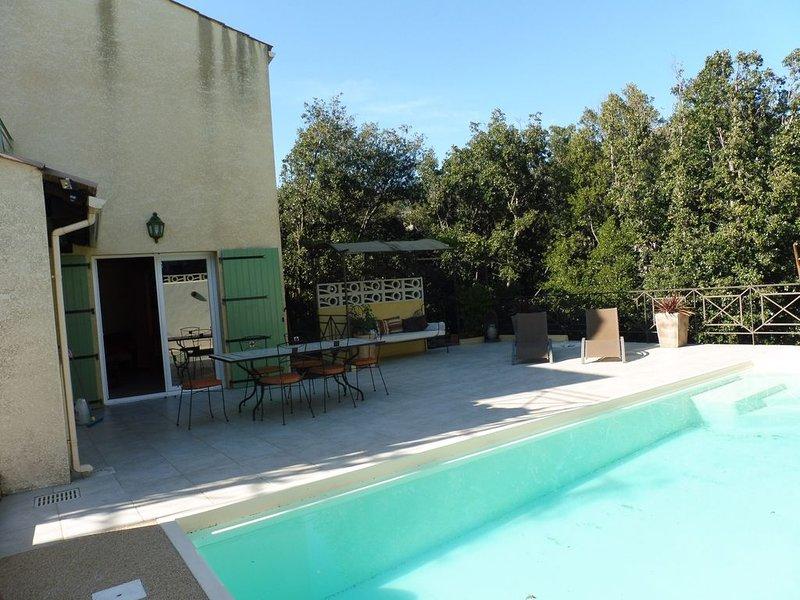 studio piscine dans village calme et reposant, holiday rental in Laurens