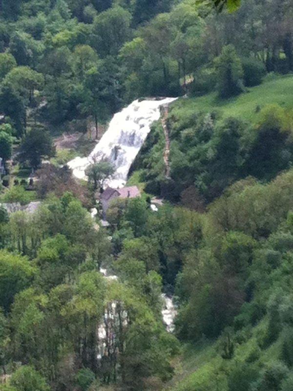 vue de la cascade des tufs depuis le deuxième belvédère