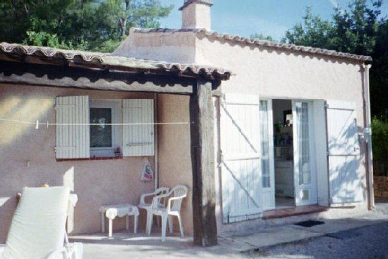endroit calme proche des commerces et d'une ville moyenne, casa vacanza a Flayosc