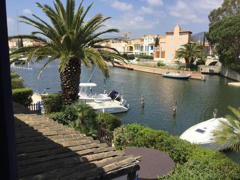 Vacances avec vue sur Port Grimaud, à deux pas de Saint-Tropez, vacation rental in Cogolin