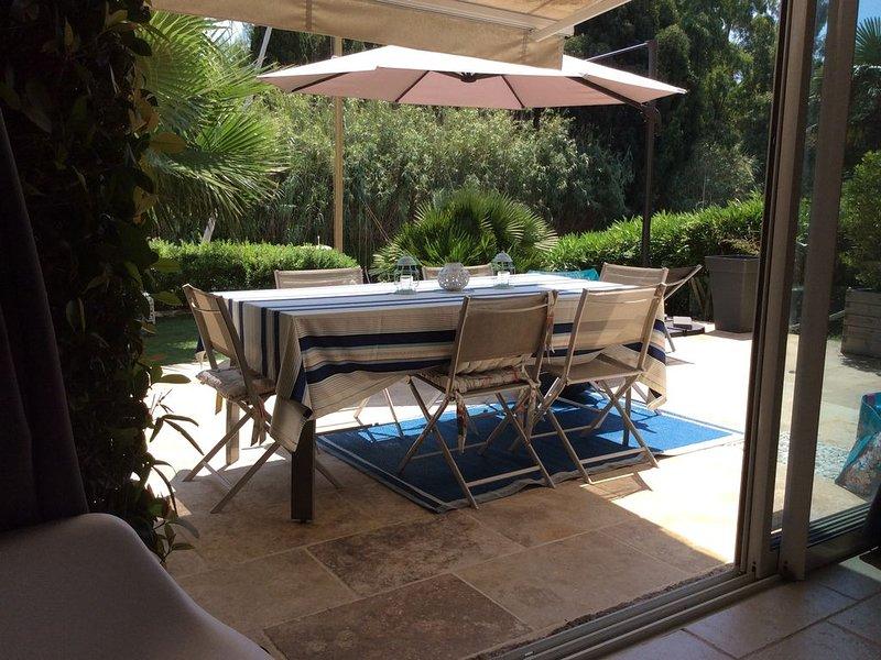 Port Cogolin magnifique rez-de-jardin 3 pieces avec Piscine à 7 km de St Tropez, vacation rental in Cogolin