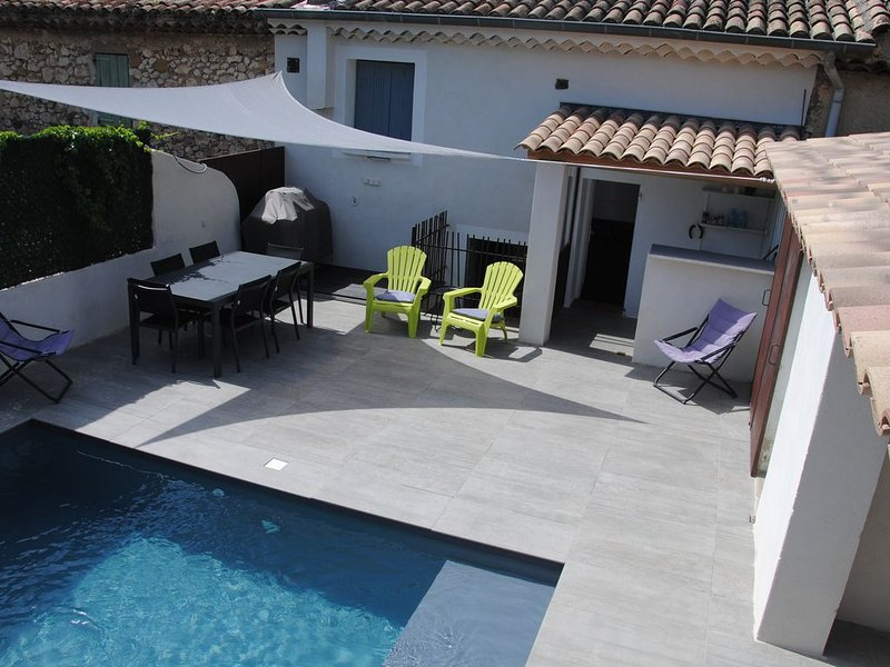 Maison coeur de village avec Piscine / Terrasse BBQ, location de vacances à Villelaure